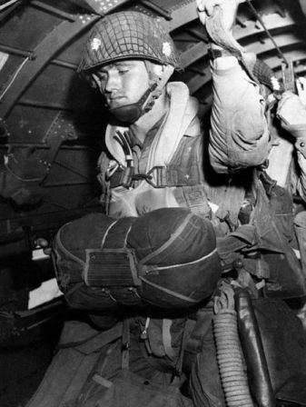450px-Paratrooper_about_to_jump_into_combat_on_1944-6-6